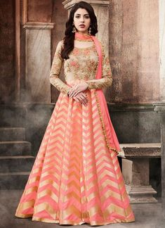 Looking to buy Anarkali online? ✓ Buy the latest designer Anarkali suits at Lashkaraa, with a variety of long Anarkali suits, party wear & Anarkali dresses! Long Anarkali Gown, Floor Length Anarkali, Indian Gowns, Indian Outfits, Indian Clothes, Moda India, Indian Party Wear, Designer Anarkali, Indian Ethnic Wear