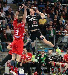 Der HC Erlangen schlägt den TUSEM Essen vor einer erstligareifen Kulisse mit 8.308 Zuschauern mit 33:26 und holt nach dem Aufstieg nun auch die Meisterschaft in der 2. Handball-Bundesliga. (Foto: hl-studios, Erlangen): Mannschaftskapitän Ole Rahmel mit sechs Treffern erfolgreich www.hc-erlangen.de #dkbhbl #erlangen #hcerlangen #handball #hlstudios #einteameinziel