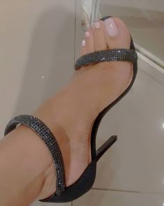 Beautiful High Heels, Gorgeous Feet, Sexy Legs And Heels, Black High Heels, Stilettos, Stiletto Heels, Pernas Sexy, Nylons Heels, Sexy Toes