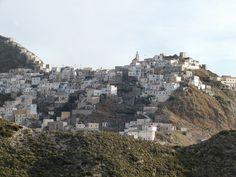 """* Ilha de Cárpatos *  Grécia. Mar Egeu. É a 2ª maior Ilha do """"Dodecaneso"""". Na foto, comunidade de """"Olimpos""""."""