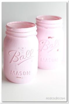 How to Paint Mason Jars! {super cute for home decor or vintage decorations for showers or weddings!} #masonjars