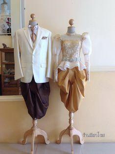 ชุดไทยรัชกาลที่ 5 นุ่งโจง มีระบาย ลูกไม้ สีทอง Thai Traditional Dress, Traditional Fashion, Traditional Outfits, Thai Fashion, Cute Fashion, Thai Wedding Dress, Thailand Fashion, Bride Suit, Thai Dress
