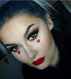 Are you looking for ideas for your Halloween make-up? Browse around this site for creepy Halloween makeup looks. Visage Halloween, Maquillage Halloween Simple, Creepy Halloween Makeup, Halloween Queen, Halloween Halloween, Halloween Parties, Easy Clown Makeup, Scary Makeup, Red Queen Makeup