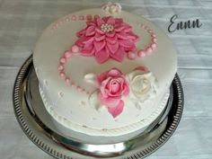 Creative Cake Decorating, Cake Decorating Techniques, Cake Decorating Tutorials, Creative Cakes, Cake Receipe, 70th Birthday Cake, Mango Cake, Birthday Cake With Flowers, Funny Cake