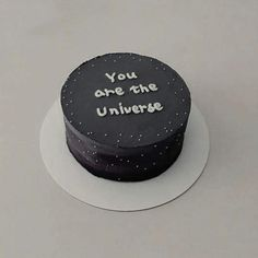 black aesthetic amazing Tagged with aesthetic black black aesthetic cakes desserts food minimal palette soft sweet theme Pretty Birthday Cakes, Pretty Cakes, Beautiful Cakes, Amazing Cakes, Cake Birthday, Funny Birthday Cakes, Simple Cake Designs, Simple Cakes, Korean Cake