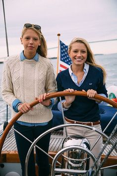 Sail Away - Classy Girls Wear Pearls - Love the ivory sweater with the dark denim pants and chambray shirt, also the navy sweater, striped shirt, and tan pants Estilo Preppy, Estilo Navy, Segel Outfit, Prep Style, My Style, Curvy Style, Adrette Outfits, Casual Preppy Outfits, Preppy Dresses