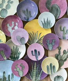 Handmade ceramic plates with cactus drawings. Painted Ceramic Plates, Ceramic Painting, Ceramic Pottery, Ceramic Art, Hand Painted Ceramics, Pottery Painting Designs, Paint Designs, Crackpot Café, Keramik Design