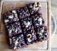 Banana Beetroot Blueberry Flapjacks – Vegan & Gluten Free The most delicious… Vegan Treats, Vegan Snacks, Healthy Treats, Vegan Desserts, Vegan Food, Healthy Cookies, Happy Healthy, Healthy Eating, Beetroot Recipes