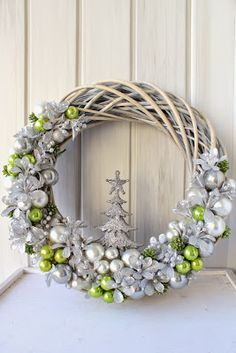 Green and silver winter/Christmas wreath Wreaths And Garlands, Holiday Wreaths, Holiday Crafts, Wreath Crafts, Diy Wreath, Fall Arts And Crafts, Christmas Holidays, Christmas Ornaments, How To Make Wreaths