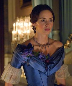 Emily Blunt as Queen Victoria in 'The Young Victoria', directed by Jean-Marc Vallée Victoria Tv Show, The Young Victoria, Reine Victoria, Queen Victoria, Emily Blunt, Theatre Costumes, Movie Costumes, Beautiful Costumes, Beautiful Dresses