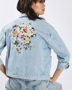 DIY : broder des fleurs sur sa veste en jean pour la customiser et lui donner une nouvelle vie   DIY: embroidering flowers on her denim jacket to customize her and give her a new life