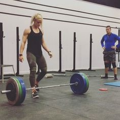 (Video) Sara Sigmundsdottir's snatch PR at 90 kg (198 lbs) Pure Awesomeness!