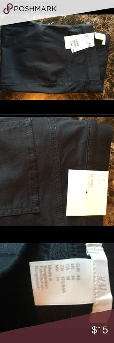 "Black Skinny Leggings H&M Size 14 Black Skinny Leggings from H&M size 14. New -no tags. 30"" inseam same as the Navy ones . Too short for me . Nice pants -Thank you for Looking 🌸 H&M Pants Leggings"