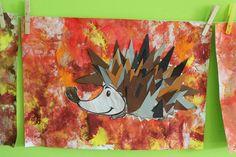 egel in herfstbladeren