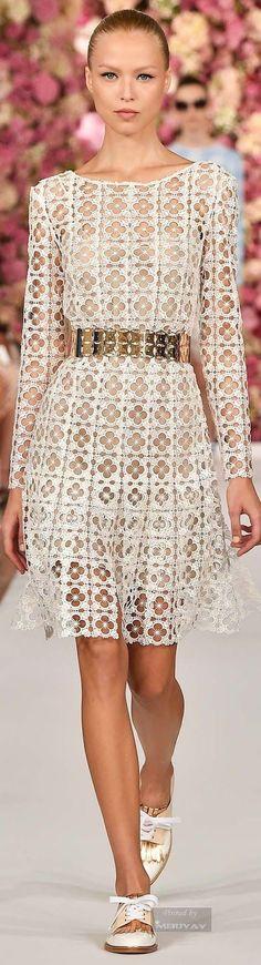 Короткое белое платье из виско