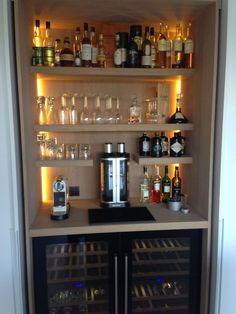Closet to bar idea. Mini Bar At Home, Small Bars For Home, Home Wet Bar, Diy Home Bar, Modern Home Bar, Home Bar Decor, Home Bar Rooms, Home Bar Areas, Basement Bar Designs