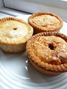 Lunch Snacks, Pork Pie Recipe, Xmas Food, Mini Pies, High Tea, Diy Food, Meat Recipes, Food Blogs, Food And Drink