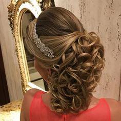 Discover penteadossonialopes's Instagram Boa noite  #PenteadosSoniaLopes ✨ . . #sonialopes #cabelo #penteado  #noiva #noivas #madrinha #casamento #hair #hairstyles #hairstyle #weddinghair #wedding #inspiration #instabeauty #beauty #noivascampinas #braids #braidideas #cabeleireiros #curl #curls #penteados #noivassp #tranças #hairdo #hairstyling #trança #peinado 1575124752976314625_1188035779