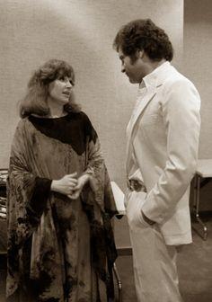 22 фотографии знаменитых россиян, какими вы их точно не видели Алла Пугачева и Джо Дассен на открытии отеля «Космос», 1980 год.