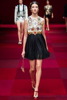 Dolce & Gabbana Spring 2015 Ready-to-Wear Collection Photos - Vogue. Model: Diana Moldovan
