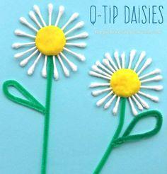 Клечка с памук суапови маргаритки. Цветя изкуства и занаяти за деца. Чудесно за лятото или пролетта.