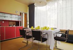 Dining room of the Sonneveld House - Rotterdam NL 1930s House Renovation, Red Armchair, Home Interior, Stylish Interior, Dream Rooms, Elle Decor, Bedroom Decor, Art Deco, Dining Room