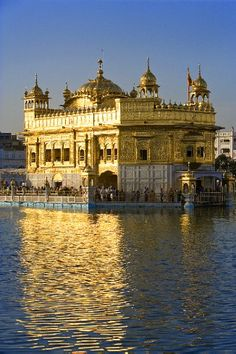 Sikh Golden Temple at sunset, Amritsar, Punjab, India India Architecture, Amazing Architecture, The Places Youll Go, Places To See, Wonderful Places, Beautiful Places, Sri Lanka, Nepal, Amazing India