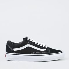 Lave sko fra Vans i tekstil med logo i skinn, samt den klassiske wafflegrip- sålen. Materiale: Overdel i tekstil og såle i gummi.