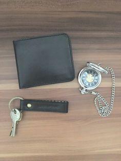 Das perfekte Vatertagsgeschenk -   Herrenportemonnaie und Schlüsselanhänger in schwarz von Lost&Found   #Vatertag #vatertagsgeschenk Shopper, Mini, Lost, Accessories, Pocket Wallet, Bags, Black