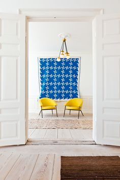 Beautiful pops of blue and yellow for summer www.artinthefind.com loving this color combo from @Domaine