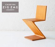 Cadeira Zig Zag, Designer Gerrit Rietveld, 1934.  Sem as pernas traseiras, a Zig Zag é uma das criações mais radicais do design mobiliário, é uma cadeira composta com quatro painéis que se dobram em sequência de cima para baixo em um forma elegante para criar o que pode a princípio parecer uma cadeira instável, mas na realidade é tão firme como o seu design.