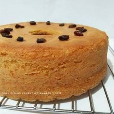 Resep Bolu Pisang Lembut (All in one) oleh Dian Nurindah - Cookpad Fruit Cake Cookies Recipe, Cupcake Recipes, Cookie Recipes, Cupcake Cakes, Dessert Recipes, Fruit Cupcakes, Bread Recipes, Bolu Cake, Resep Cake