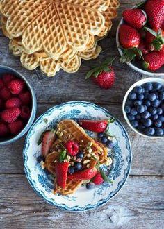 Vafler med sitron og valmuefrø Waffles, Eggs, Breakfast, Food, Morning Coffee, Essen, Waffle, Egg, Meals