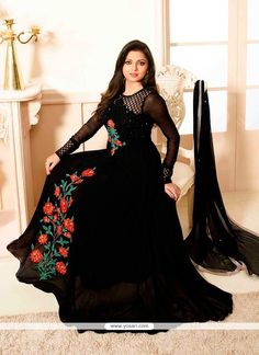 Get here the latest and exclusive collection of salwar kameez. Buy online impeccable black anarkali salwar kameez for party and wedding. Pakistani Dresses Online, Indian Gowns Dresses, Pakistani Bridal Dresses, Evening Dresses, Girls Dresses, Party Dresses, Anarkali Frock, Black Anarkali, Anarkali Suits