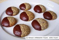 Omlós mákos keksz Best Cookie Recipes, Real Food Recipes, Yummy Food, No Bake Desserts, Dessert Recipes, Hungarian Recipes, Sweets Cake, Cookie Gifts, Wedding Desserts