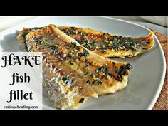 Oven baked hake fish fillet Who doesn't love nice baked fish in the oven combined with delicious potatoes and salad? Here you can see how easy is to prepare hake fish fillet in the oven. Delicious hake fish full of vita… Hake Recipe Healthy, Baked Hake Recipes, Grilled Fish Recipes, Easy Fish Recipes, Seafood Recipes, Easy Meals, Healthy Meals, Pasta Recipes, Dinner Recipes