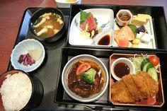Pork cutlet lunch at Mitsukoshi Department Store (Nihonbashi, Tokyo)