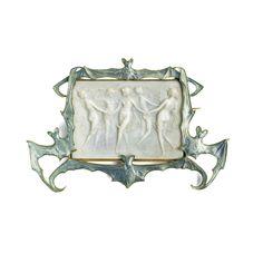 Art Nouveau enamel brooch by Rene Lalique Bijoux Art Nouveau, Art Nouveau Jewelry, Jewelry Art, Vintage Jewelry, Jewelry Accessories, Jewelry Design, Jewlery, Antique Jewellery, Animal Jewelry