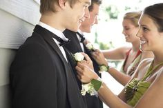 wedding etiquette: do you know which lapel the men wear the boutonniere on? Prom Pictures Couples, Homecoming Pictures, Prom Couples, Teen Couples, Maternity Pictures, Couple Pictures, Senior Pictures, Prom Picture Poses, Prom Poses