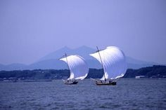 "Take in the breathtaking summer and autumn scenery at Lake Kasumigaura as the white sails of the ""Hobikisen"" catch the wind and thrust the gallant boats across the lake's surface.     LOCATION 2 cho-me, Kawaguchi, Tsuchiura-City ( Port of Tsuchiura)   CONTACT Tsuchiura Tourism Association  TEL:029-824-2810  FAX:029-824-2819   HOURS 13:00- 15:00 on Sat., Sun. and holidays from the end of July to mid-October"