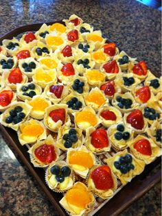 HicCupCakes: Mini Fruit Tarts with Phyllo (Filo) Dough Cups Phyllo Recipes, Pastry Recipes, Fruit Recipes, Dessert Recipes, Mini Desserts, Holiday Desserts, Cookie Recipes, Snack Recipes, Deserts