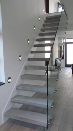 oak staircase floating with glass bannister Foyers, Glass Bannister, Staircase Design, Staircase Ideas, Hallway Ideas, Concrete Stairs, Floating Staircase, Education Architecture, House Stairs