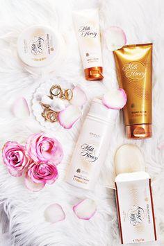 La Línea Milk&Honey Gold, formulada con #lecheymiel, proporciona una intensa nutrición a la piel del rostro y del cuerpo, y restaura la salud de tu cabello mientras tú disfrutas de una maravillosa experiencia en tu baño. http://mundobellezatotal.blogspot.com.es/p/hazte-vip.html
