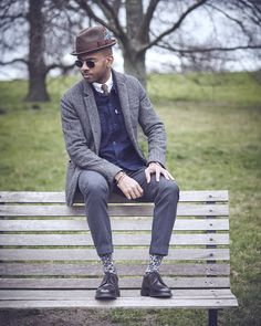 Chilling on a bench in regents Park.... Reminds me of last autumn. Bring on the Layered outfits  by @f_serralheiro  #autumnishere #AW16 #layering #layered #outfitlayering #sartorial #sartorialstyling #personalstyleblogger #styleinfluencer #menstyleblogger #mensstyling #stylesibling #londonblogger #londoninfluencer #influencer #digitalinfluencer