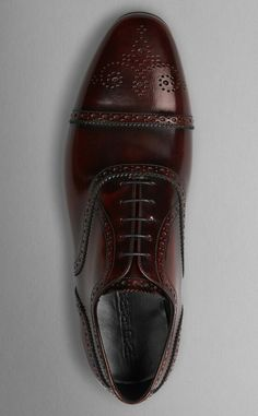13c830112c39 Burberry classic leather brogues