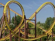 Le Grand Splatch will offer you a great number of aquatic effects during this trip along a river, in a lush, green setting. Activities To Do, Roller Coaster, Great Places, Belgium, Places To Visit, Fair Grounds, Outdoor Structures, Tours, France