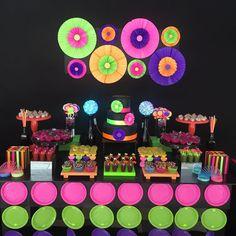 Imagem46 Neon Birthday, Sleepover Birthday Parties, Birthday Party For Teens, Halloween Birthday, Birthday Party Themes, 28th Birthday, Birthday Stuff, Glow In Dark Party, Glow Party