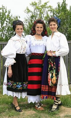 Romanian women are beautiful, especially if they wear traditional clothing :) #travel