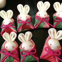 ちりめんうさぎ Diy Bow, Diy Ribbon, Ribbon Work, Doll Crafts, Cute Crafts, Diy And Crafts, Japanese Handicrafts, New Year Diy, Teddy Bear Sewing Pattern