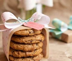 DIY Wedding Table Decoration Ideas   Cookie Wedding Favors   Click Pic for 20 Easy DIY Wedding Decorations